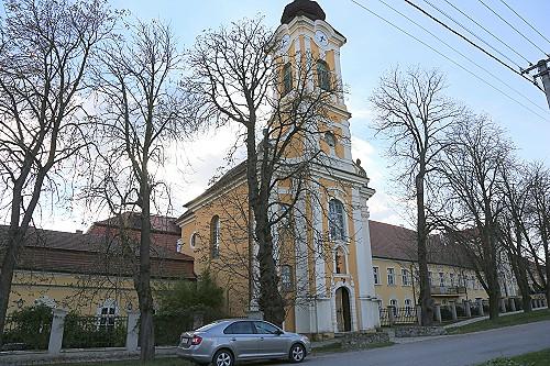 St. John Investitur Chateau Bela-111