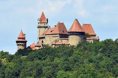 Burg-Kreuzenstein-01-480